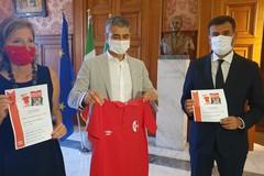 Maglie della Fc Bari 2016/'17 vendute per 4mila euro, ricavato donato al Comune