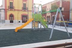 Ceglie del Campo, completata la nuova piazza Diaz con le giostre per bambini