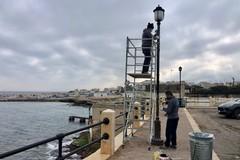 Torre a Mare, via alla riparazione dei pali della luce del lungomare
