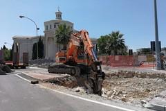Bari, continua la manutenzione della fogna nel sottopasso di Santa Fara. Galasso: «5 nuovi pozzi in zona»