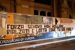 Disastro di Genova, lo striscione dei Seguaci della Nord Bari: «Lotta e rialzati»