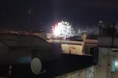 Fuochi d'artificio nonostante l'ordinanza, al Libertà incendiato un cassonetto
