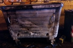 Ancora cassonetti incendiati in zona umbertina. Intervengono i Vigili del fuoco