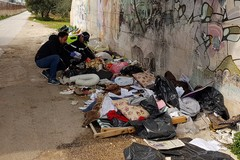 Bari, cataste di rifiuti abbandonati a Palese. Beccato un cittadino di Santo Spirito