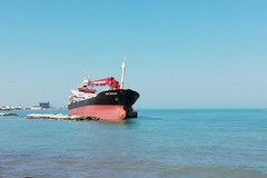Nave arenata a Bari, c'è il piano di rimozione. Da martedì si inizia a scavare