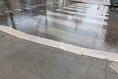 Pioggia su Bari, allagamenti in viale della Repubblica