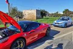 Cadono calcinacci da un cavalcavia a Palese, colpita una Ferrari. Traffico bloccato