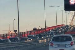 Cordoni di forze dell'ordine nel centro di Bari, traffico paralizzato dal corteo dei pescatori