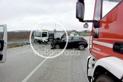 Incidente a Putignano, macchina finisce contro il camion della nettezza urbana