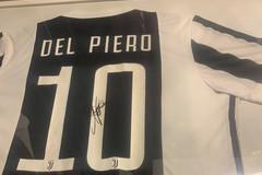 Maglie di calciatori autografate all'asta per la sanità in Puglia, l'idea di un ragazzo di Polignano