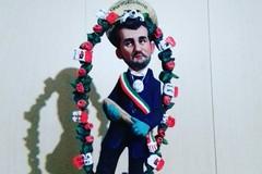 Artista di Rutigliano crea un fischietto per Decaro: «All'asta per la protezione civile»