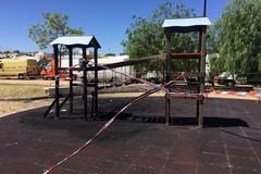 Vandali distruggono l'area giochi in Via de Ribera