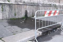 Bari, infiltrazioni nel marciapiede del sottovia Quintino Sella. È acqua o fogna?