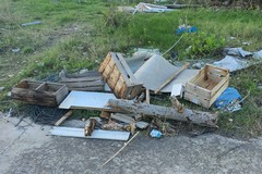 Abbandonava rifiuti in un terreno al San Paolo, le fototrappole incastrano un 70enne