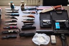 Adelfia, scoperto con droga e armi in macchina. In manette 46enne