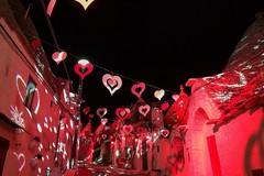 Alberobello si prepara a San Valentino, un videomapping per celebrare l'amore