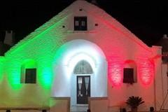 Dantedì, il Trullo Sovrano di Alberobello si illumina con i versi del poeta