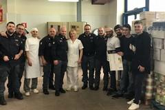 Gli agenti della Questura di Bari rinunciano a 3mila buoni pasto e donano cibo a InConTra