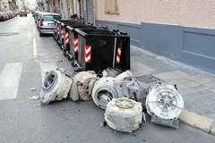 Bari, rifiuti ingombranti abbandonati: interventi dell'Amiu