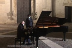 Bari senza festa di San Nicola, il maestro Arciuli suona nella piazza della basilica deserta