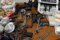 Santeramo, detenzione di armi, droga e contanti: due arresti