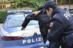 "Indossa abiti a ""cipolla"" per rubarli, arrestata 29enne a Bari"