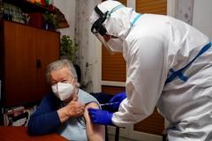 Bari, finalmente via alle vaccinazioni domiciliari degli over 80