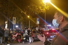 Assembramenti di giovani fuori dai locali, nuovo blitz di Decaro nel centro di Bari