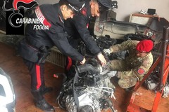 Cerignola, scoperti in un capannone pezzi d'auto rubate a Bari. Due arresti