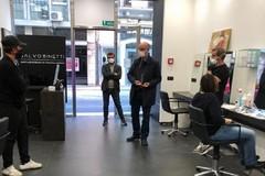 Il 18 maggio aprono parrucchieri ed estetisti in Puglia, l'ordinanza diventa scontro politico