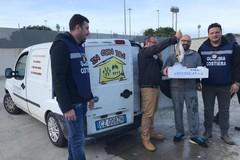 Bari, il pesce sequestrato dalla Guardia Costiera in dono all'associazione InConTra