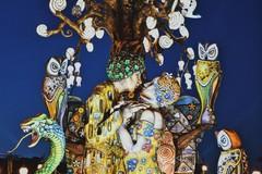"""""""Satira e libertà"""", al Carnevale di Putignano sfila il bacio di Klimt fra due uomini"""