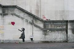Il Covid rimanda le mostre a Bari di Banksy e Obey, Decaro: «Recupereremo nel 2021»