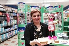 Bari, la cuoca Benedetta Rossi al Famila di Carbonara: «Datemi la ricetta delle tette delle monache»
