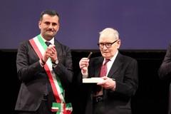 Addio a Ennio Morricone, l'anno scorso ricevette le chiavi della città di Bari