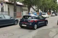Acquaviva, scoperto a rubare un'auto dal carabiniere che andava in caserma. Arrestato 40enne