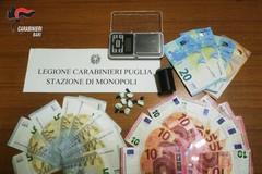 Monopoli, controlli antidroga in città: arrestati due baresi