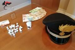 Sorpreso in piazza con dosi di cocaina: arrestato pusher in provincia di Bari