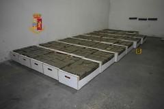 Bari, box trasformato in una centrale della droga: sequestrati 400 chili di hashish