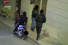 Noicattaro, appartamento trasformato in una centrale dello spaccio: 5 arresti