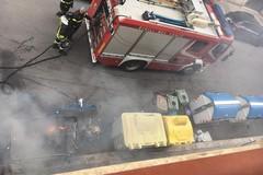 Bari, ancora cassonetti a fuoco in zona umbertina. Intervengono i Vigili del fuoco