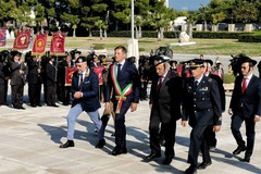 Bari ricorda le vittime di guerre e missioni di pace, la cerimonia al Sacrario
