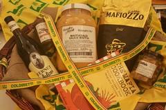 """Dal vino """"Mafiozo"""" agli snack """"Chilli Mafia"""", uno strano modo di fare marketing all'Estero"""