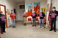Giornata contro la violenza sulle donne, le panchine di Bari vecchia si tingono di rosso