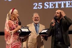 Bifest, Checco Zalone incontra Helen Mirren sul palco del teatro Petruzzelli