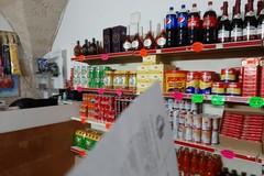 """Libertà, aveva trasformato il minimarket in un """"circolo della birra"""". Multa da 5mila euro"""