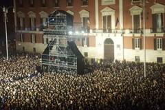 Centomila in piazza con Mengoni, grande successo per il concertone