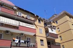 Crolla il parapetto di un terrazzo a Poggiofranco
