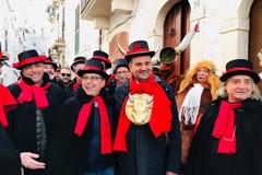 """Carnevale di Putignano, Decaro incoronato """"gran cornuto"""""""