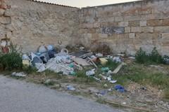 Vecchi televisori, materiale edile e altri rifiuti. Una discarica abusiva a San Girolamo
